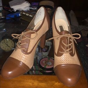Brown closed toed booties, size W 11
